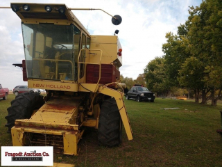 New Holland TR 70 combine for parts, (no fuel inje