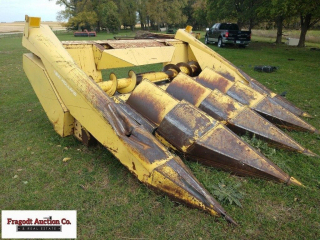 New Holland 4 row 30? corn head, should be in work