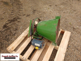 Sukup grain spreader with .5hp electric motor. Ite