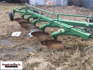 John Deere 2500, 5 bottom hydraulic reset plow, 18