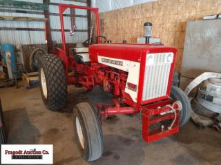 International 404 Industrial Tractor, 14.9x24 rear
