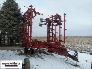 Case IH 4300 Field Cultivator, 45?, 7? bolt on swe