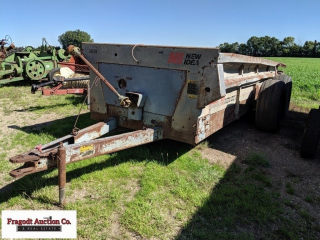 New Idea 3639 tandem axle manure spreader, single