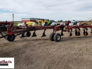 International 800 plow, 9 bottom 18