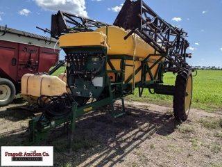 Redball 670 sprayer, 1,200 gallon, 90? booms, 320/