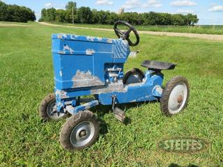 Pedal-tractor_0.JPG