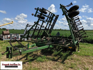 John Deere 960 Field Cultivator with 3 Bar Coil Ti