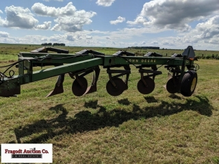John Deere 2700 5 Bottom Plow ? SN: 010271A