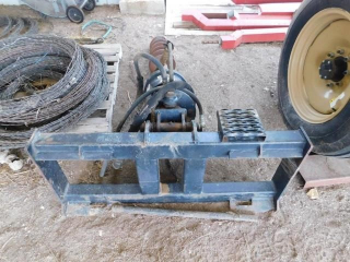 Skid steer attach. Cat A19B hyd digger w/10?