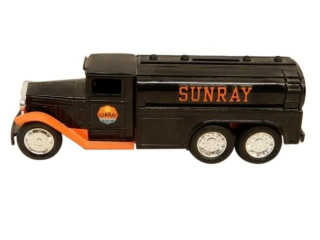 ERTL1930  DIAMOND T 2 12 TON SUNRAY GASOLINE BANK