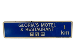 GLORIA'S MOTEL & RESTAURANT 1 KM S/S SIGN