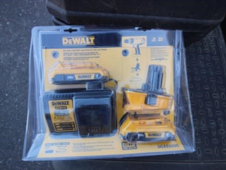 DeWalt Battery & Charger Set