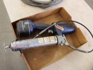 Cordless grease gun