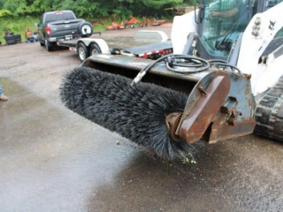 Skidsteer sweeper bucket