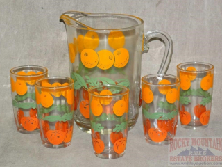 Vintage Juice Pitcher & 5 Glasses.