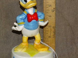 Donald Duck Walt Disney Musical Figurine.