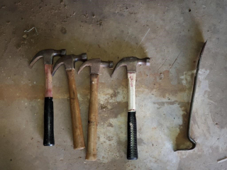 4 - Hammers & Pry bar