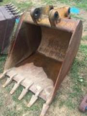 3 foot bucket for John Deere 510- needs to be welded