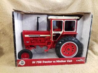 Ertl Case IH 756 Tractor w/ Hiniker Cab
