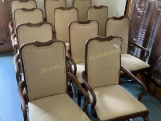 Lot of 11 chairs location building one second