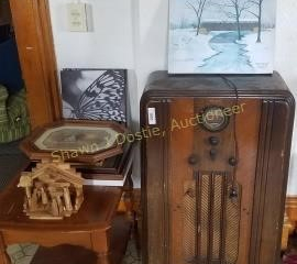 Vintage philco floor radio approximately 42 in
