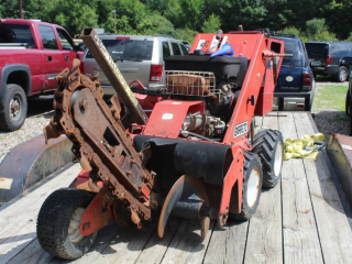 Barreto Chain Type Commercial Trencher 1624-D, Owner's Manual