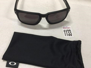 OAKLEY SUNGLASSES (IN SHOWCASE)
