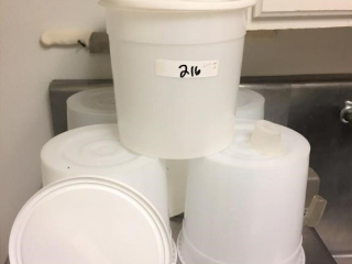 Lot of (6) 2 1/2 gallon containers w/lids