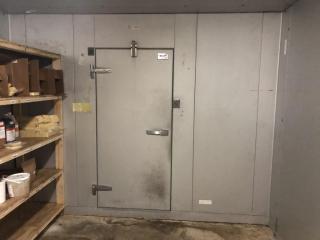 14' x 11' Walk-in freezer w/floor, 2 doors