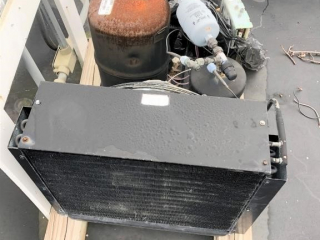 Small compressor (on roof)