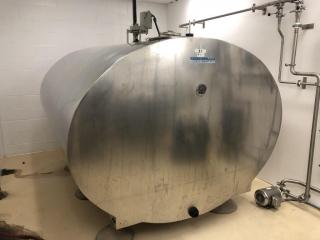 1325 gallon Mueller bulk tank w/agitator
