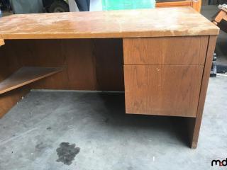 Desk UNRESERVED