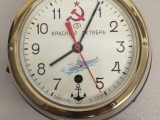 KPACHBIN OKTR6PB SUBMARINE CLOCK