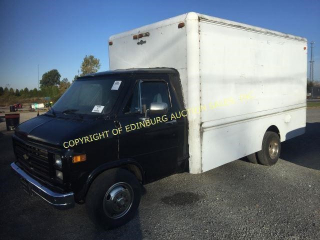 1984 CHEVROLET G30 CUT-A-WAY VAN W/ 12' ALUMINUM B