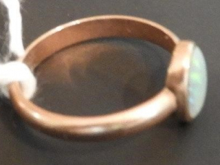 Ladies 10kt gold ring with opal