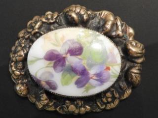 Ladies antique hand painted broach