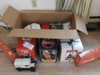 Coca- Cola Christmas Collectables lot: Bubble