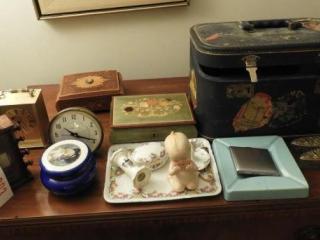 Dresser top lot: Wooden roll clock/calendar,