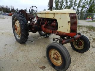 Cockshutt 35 Deluxe Antique Tractor
