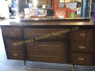 Dresser with Mirror and 9 Drawers
