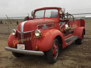 1941 Antique Fire Truck 2 Ton Pump Truck