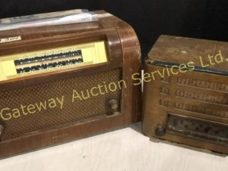 2 Antique Radio. Not in Working Condition.
