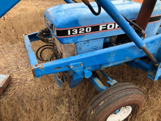 1320 Ford Tractor w/Loader