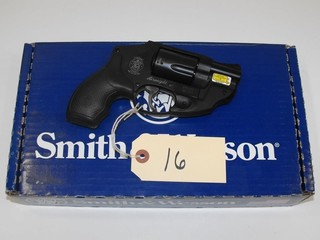 (R) Smith & Wesson 442-2 38 SPL+P Revolver