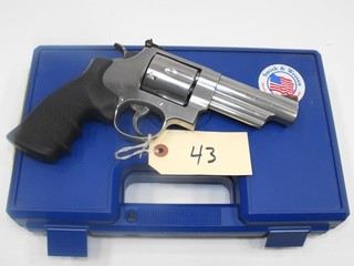 (R) Smith & Wesson 629-6 44 Mag Revolver