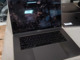 Apple Mac Book Pro model A1707,