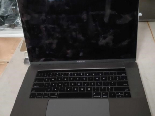 Apple Mac Book Pro, model A1707,