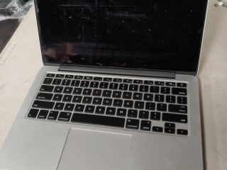 Apple MacBook Pro model A1502,