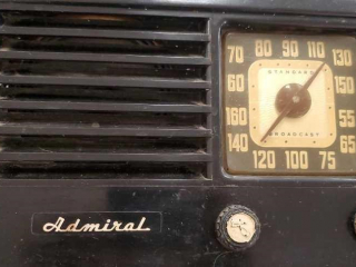 Admiral radio turns on gets one or 2 stations