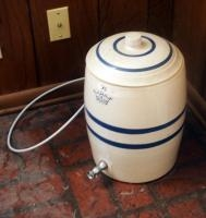 4 Gallon Stoneware Beverage Dispenser With Lid, Lid Is Chipped